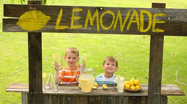 Child entrepreneurs at a lemonade stand